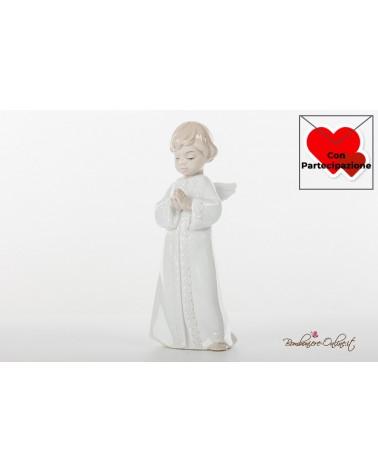 Prima Comunione Morena: angioletto maschio che prega in piedi in porcellana lucida colorata