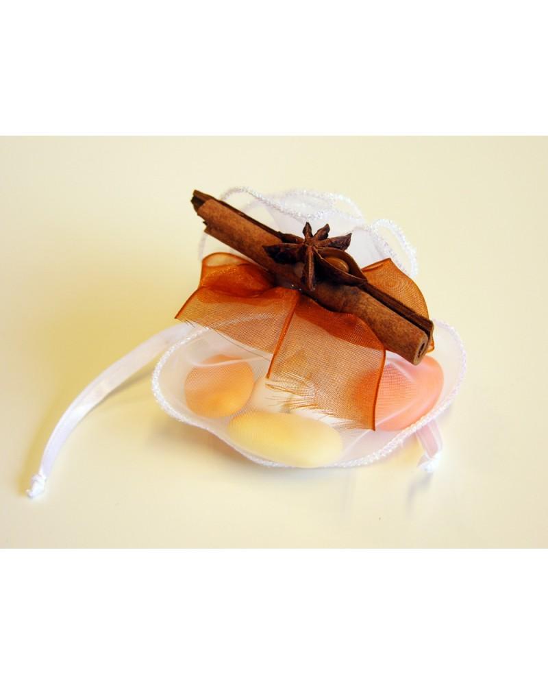 Sacchetto confetti in organza con decorazione spezie naturali