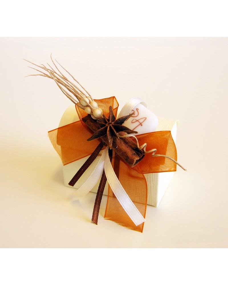Scatolina segnaposto con confetti in cartoncino con spezie naturali