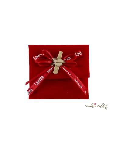 Bustina velluto rosso con nastrino e simboli laurea