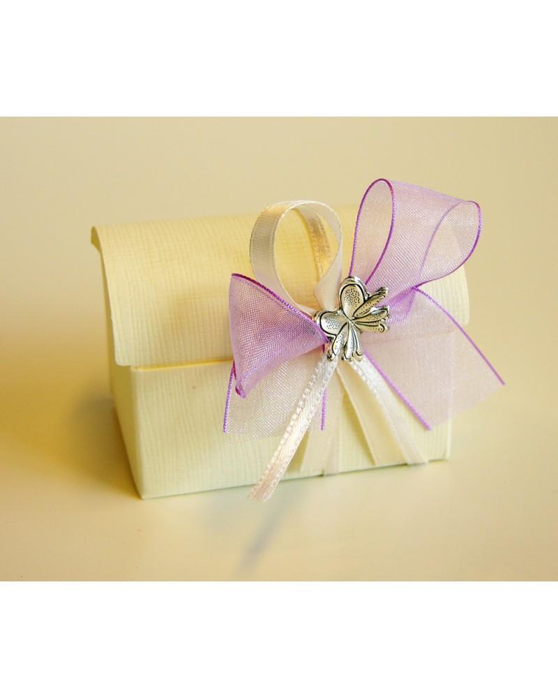 Scrigno con confetti rosa/violetto e farfalla in bilaminato d'argento