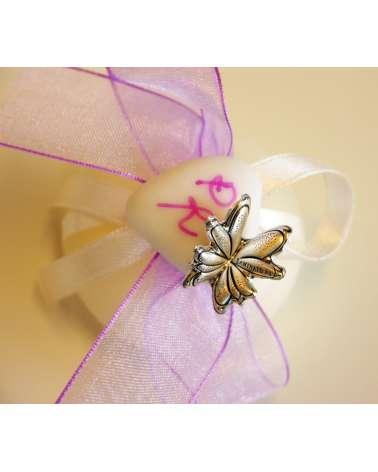 Candela segnaposto monoconfetto con iniziali e farfalla in bilaminato d'argento dettaglio