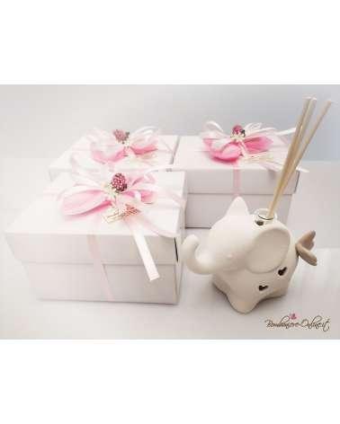 Bomboniera Diffondi profumo elefante bianco stilizzato in porcellana con farfalla