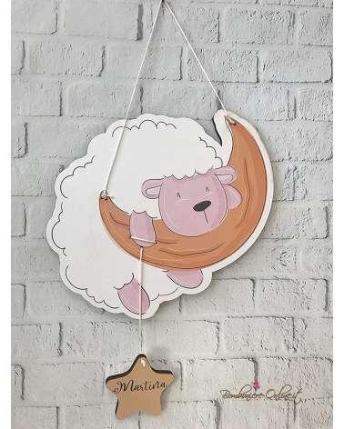 Fiocco nascita o decorazione da muro personalizzata con tenera pecorella sulla luna