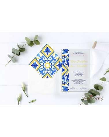 Partecipazione di nozze in plexiglass con motivo laterale destro stile maiolica blu e giallo