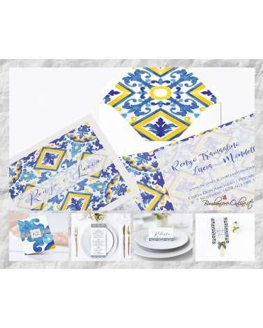 """Set Partecipazione """"Maiolica decoro blu e giallo"""" in set con libro messa, menù, segnaposto e ventaglio coordinati"""