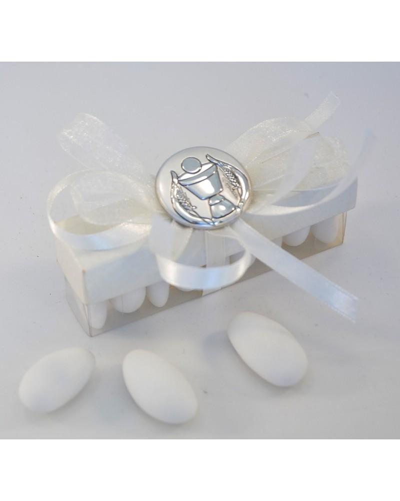 Scatolina trasparente orizzontale con coperchio cartoncino. 9 confetti con placchetta argento Calice