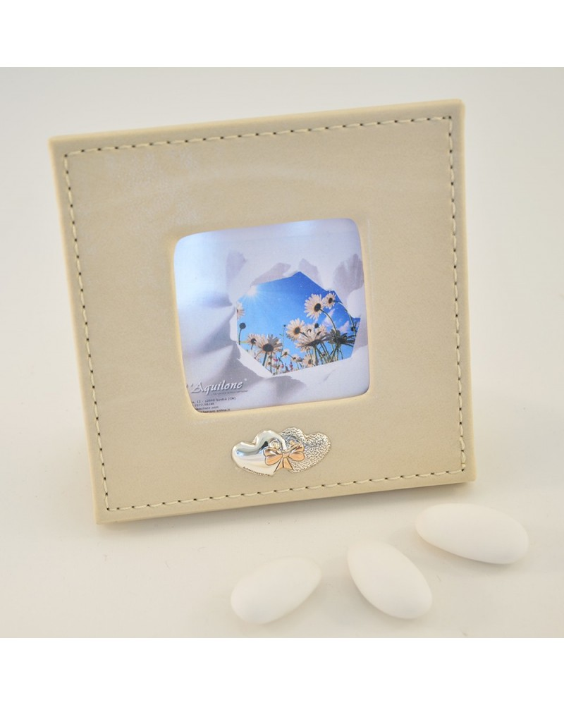 Bomboniera portafoto in pelle con placchetta in argento