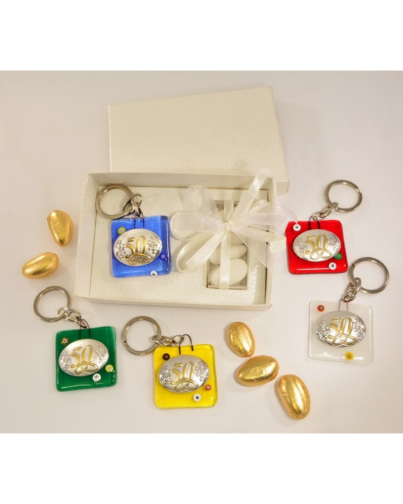 Bomboniera portachiavi in vetrofusione con murrine e placchetta in argento nozze d'oro