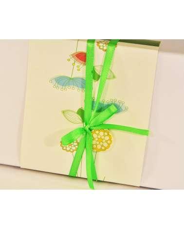 Confezione bomboniera con decorazione floreale verde