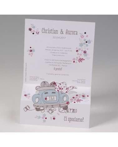 """Partecipazione matrimonio: """"Sposi in auto maggiolino con lattine"""