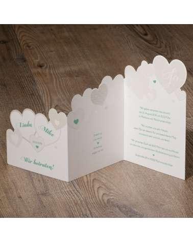 Partecipazione nozze moderna con decoro asimmetrico di cuoricini