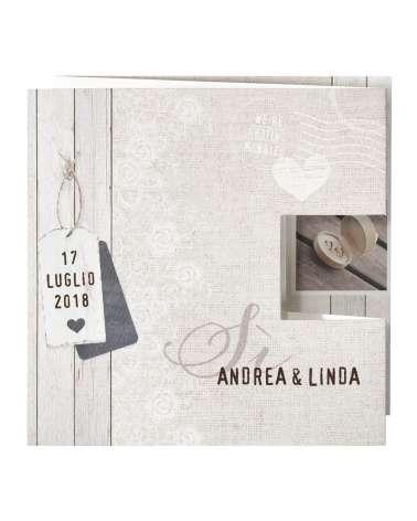 Partecipazione nozze effetto lino e cartellino pop-up