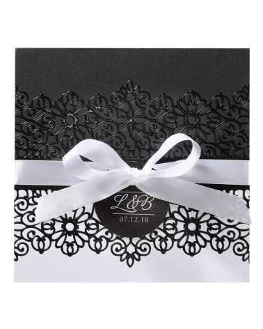 Partecipazione elegante con decoro bianco e nero in rilievo
