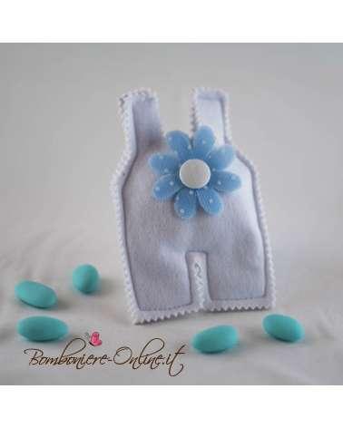 Sacchetto tutina azzurra in panno con fiore