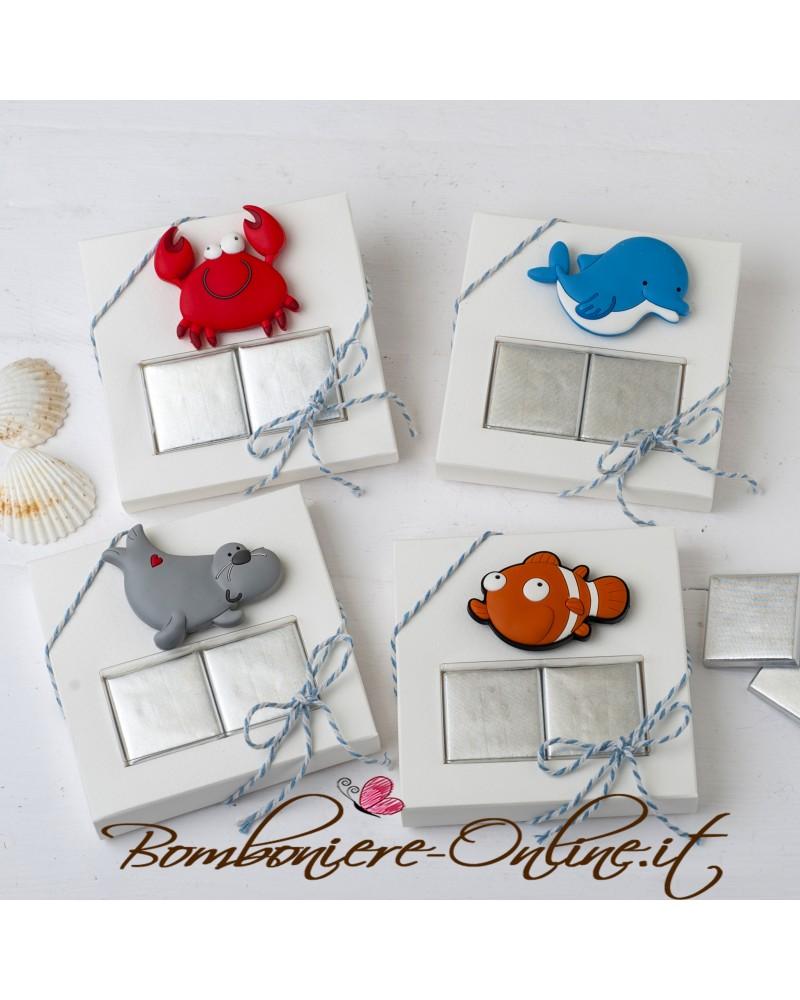 Box con magnete gommosi assortiti con due cioccolatini