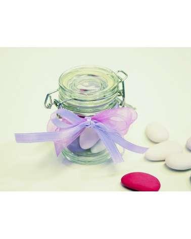 Vasetto di vetro con confetti. Decorazione lavanda