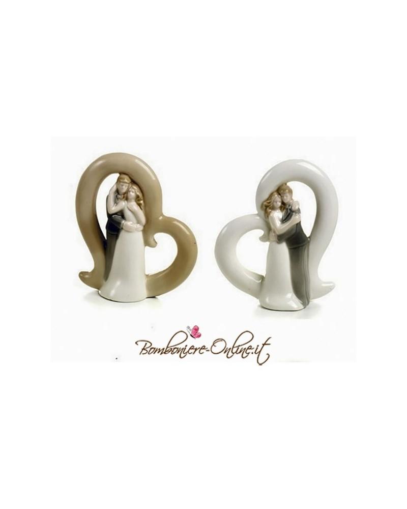 Statuina misura media con sposi e cuore in porcellana.