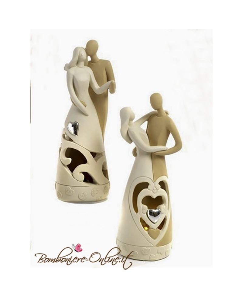 Statuina con innamorati, porta candela.