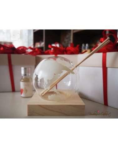 Bomboniera tema viaggio profumatore piccolo mappamondo in vetro su base in legno