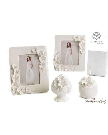 Bomboniera cornice portafoto media in porcellana con fiori in rilievo