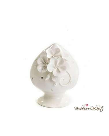 Bomboniera pumo in porcellana bianca con fiori in rilievo e luce led